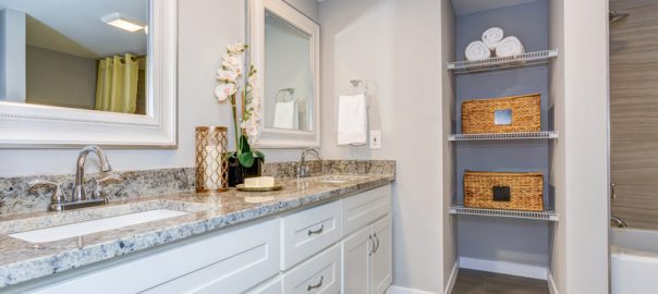 Bathroom design - Elegant bathroom with long white vanity cabinet